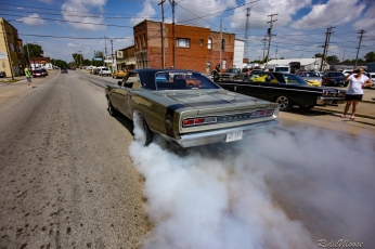 Steve Kranick in his supercharged Super Bee. What this picture doesn't show is how Steve blasted the tyres for nearly 2 blocks!